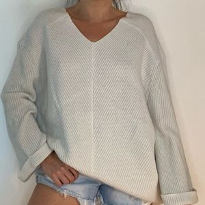 Archie & Co Slouchy V Neck Sweater Top M